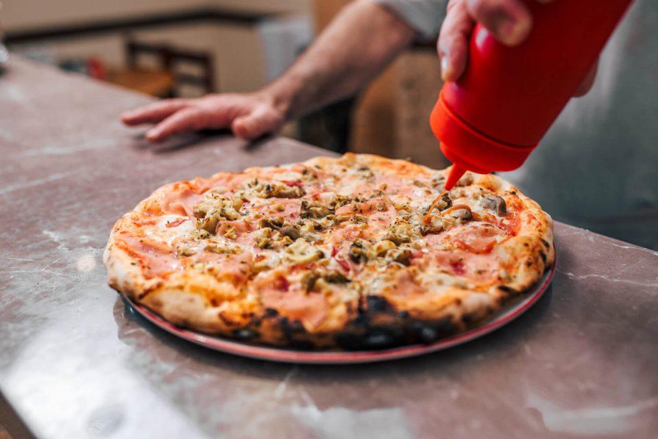 Será que pode colocar ketchup na pizza?